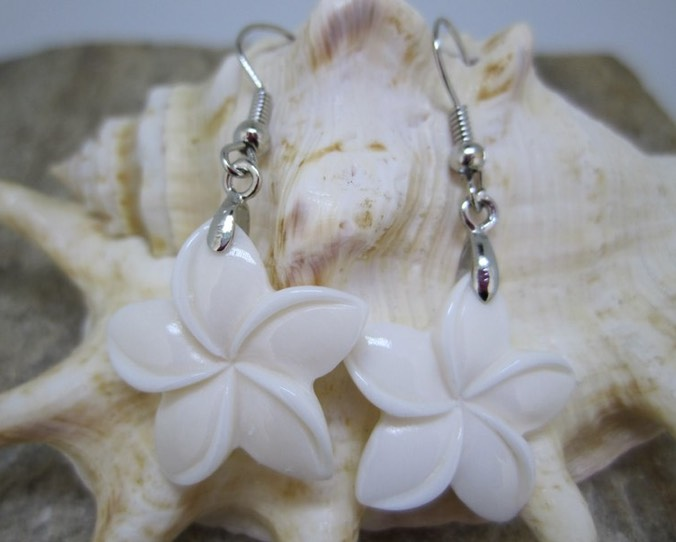 Hawaiian bone / wood earring